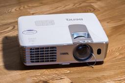 ( 投影機 租賃 )BENQ W1080ST 短焦投影機 附延長線 另有無線接收器 布幕 出租 露營 喜宴 家庭劇院體驗