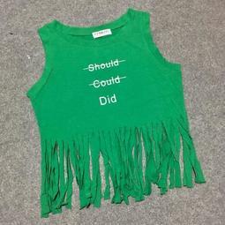 AMdo.現.歐美字母顯瘦圓領棉質短版下擺流蘇無袖背心T恤上衣-綠1