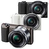SONY A5100L 16-50mm變焦鏡組(公司貨)-加送64G 30mb/s卡+專用電池+專用座充(附車充)+UV保護鏡+專用手工包+HDMI+清潔組+小腳架+保護貼+讀卡機