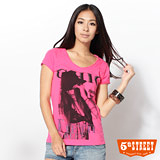 5th STREET V領女郎印圖T恤-女-桃紅色