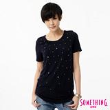 SOMETHING 燙銅片圓領T恤-女-黑藍