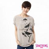 SOMETHING 花卉鳥圖寫意T恤-女-灰褐色