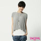 SOMETHING 圓領繡花短袖T恤-女-麻灰