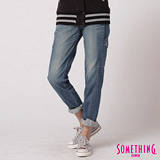 SOMETHING 貼袋伸縮中直筒牛仔褲-女-拔淺藍
