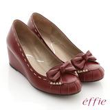 【effie】立體幾何 全真皮抓皺縫線蝴蝶楔型鞋(紅)