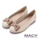 MAGY 甜美混搭新風貌 真皮鑽飾織帶蝴蝶結平底鞋-可可