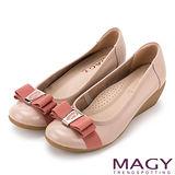 MAGY 經典新風貌 LOGO織帶蝴蝶結牛皮楔型鞋-粉紅