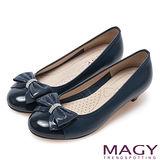 MAGY 甜美混搭新風貌 閃亮鑽飾羊絨蝴蝶結低跟鞋-深藍
