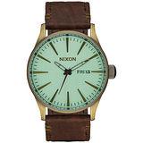 NIXON SENTRY LEATHER 冷冽爵士時尚腕錶-咖啡X金