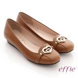 【effie】俏麗悠活 真皮金屬飾綴鑽楔型低跟鞋(茶)