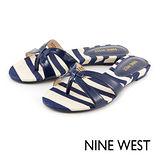NINE WEST--帆布條紋夾腳拖鞋--海洋藍