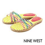 NINE WEST--彩色條紋草編平底拖鞋--繽紛黃