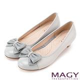 MAGY 甜美混搭新風貌 閃亮鑽飾羊絨蝴蝶結低跟鞋-淺藍