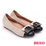 BESO 極簡風格 羊皮雙色方形飾釦內增高平底鞋(米)