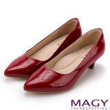 MAGY 簡約OL通勤款 百搭素雅真皮尖頭中跟鞋-紅色