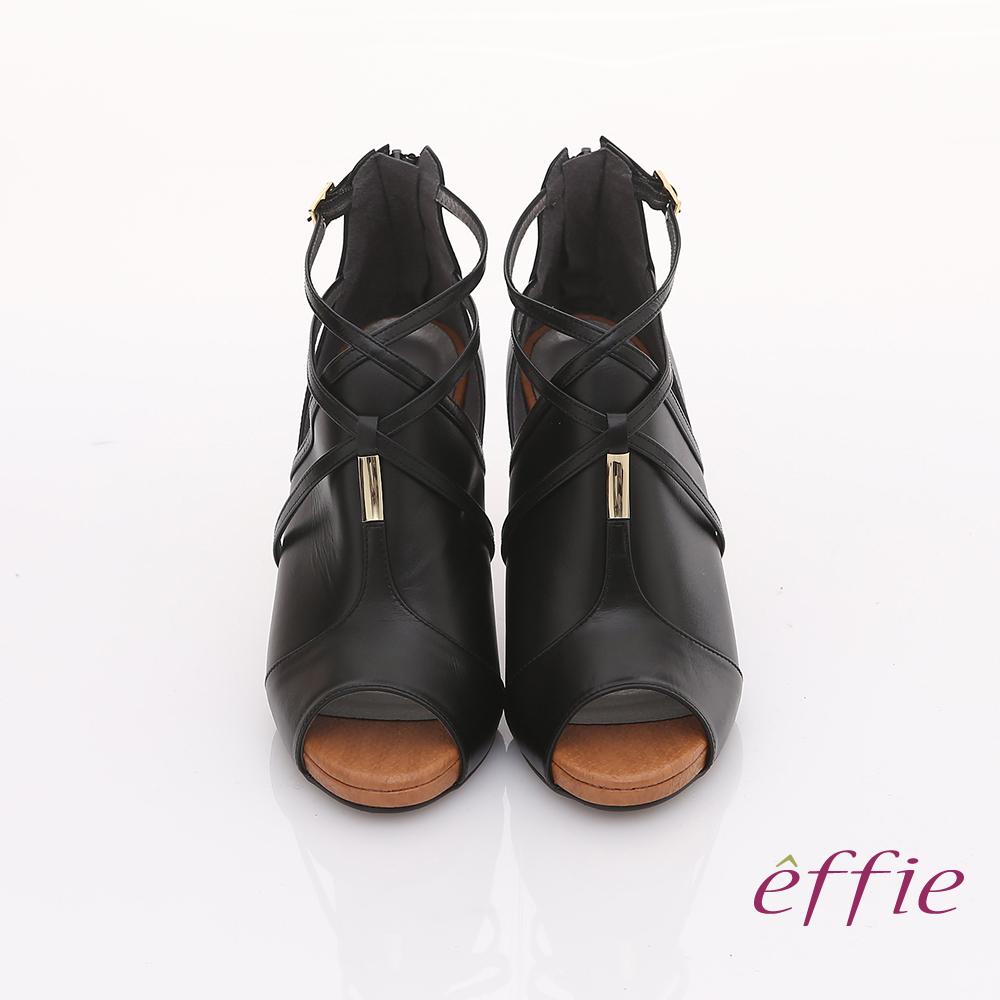 【effie】都會風情 交叉繫帶金屬綴飾魚口高跟鞋(黑)