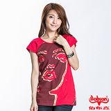 BOBSON 女款抽象臉譜短袖上衣(紅22119-13)