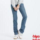 【BOBSON】女款小尻革命低腰貼口袋伸縮直筒牛仔褲(淺藍)