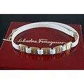 【~SALVATORE FERRAGAMO~】歐洲原裝 SALVATORE FERRAGAMO 純白色 真皮製金屬LOGO相間 女用項鍊