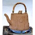 台灣梅山人2002年桃城手捏胚直燒壺作品坐鎮水源(僅此一把)
