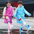 免運費【買窩~兒童雨具,雨鞋,雨傘系列】最新款有充氣帽檐及書包位適合長途或大雨直直下★兒童卡通圖案雨衣★2款