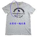 Abercrombie & Fitch 米白經典LOGO麋鹿男生T恤(L)(展示品)-右肩泛黃