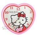 〔小禮堂〕Hello Kitty 心型掛鐘《粉.側坐.摸臉.盒裝》連續掃描機芯3118056-70001