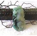 □§Disk的天然水晶§□【福氣人生】老坑冰糯帶綠翡翠蝙蝠人蔘雕墜(45x22x11mm 20g)JL05