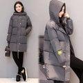 【韓國KW-輕美系】KMM1217-7 2XL-3XL簡約俐落笑臉貼布長版羽絨外套-灰