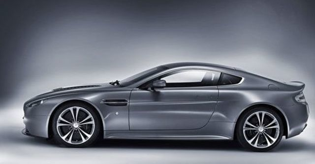 2013 Aston Martin Vantage V12 Coupe  第4張相片
