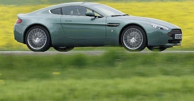 2013 Aston Martin Vantage V8 Coupe  第10張相片