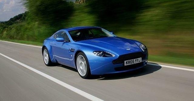 2012 Aston Martin Vantage V8 Coupe  第1張相片