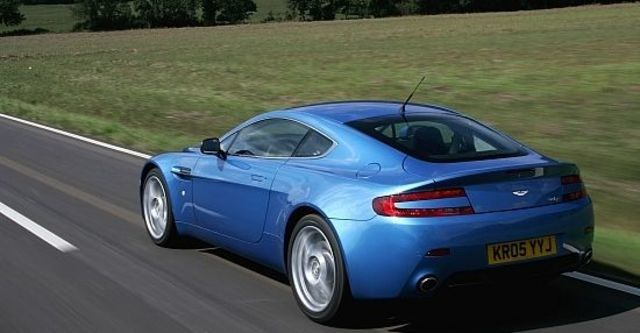 2012 Aston Martin Vantage V8 Coupe  第3張相片