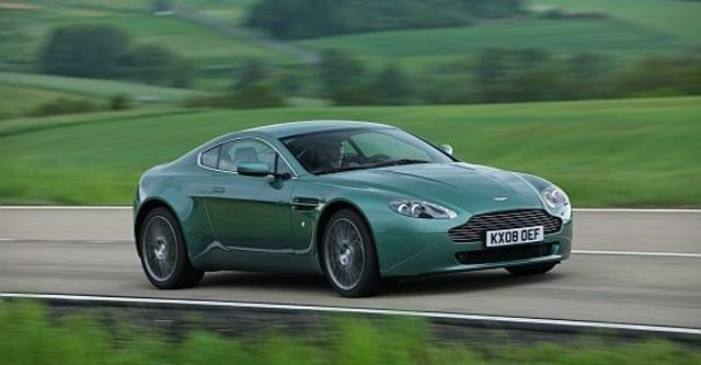 2012 Aston Martin Vantage V8 Coupe  第8張相片