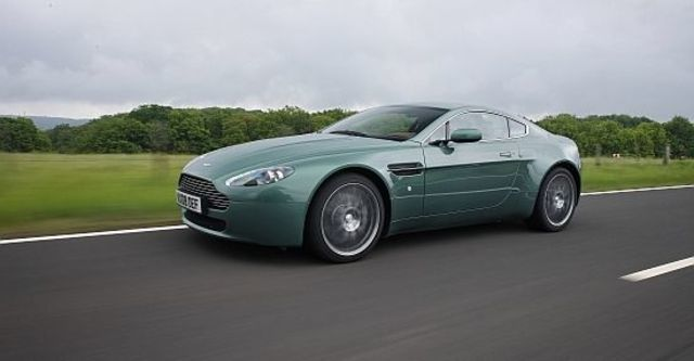 2012 Aston Martin Vantage V8 Coupe  第9張相片