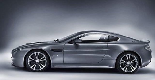 2011 Aston Martin Vantage V12 Coupe  第4張相片