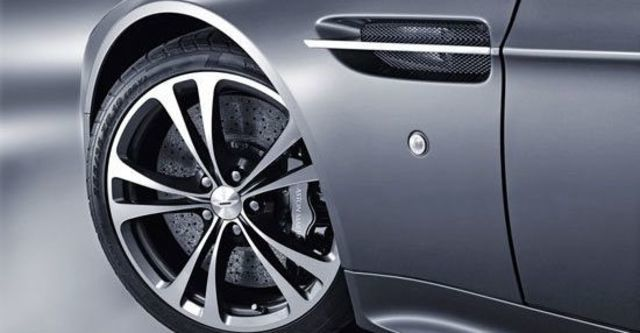 2011 Aston Martin Vantage V12 Coupe  第5張相片