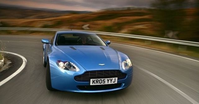 2011 Aston Martin Vantage V8 Coupe  第4張相片