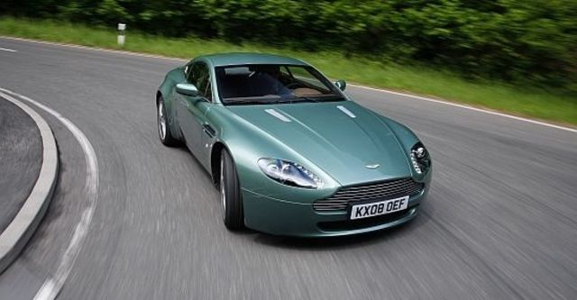 2011 Aston Martin Vantage V8 Coupe  第7張相片