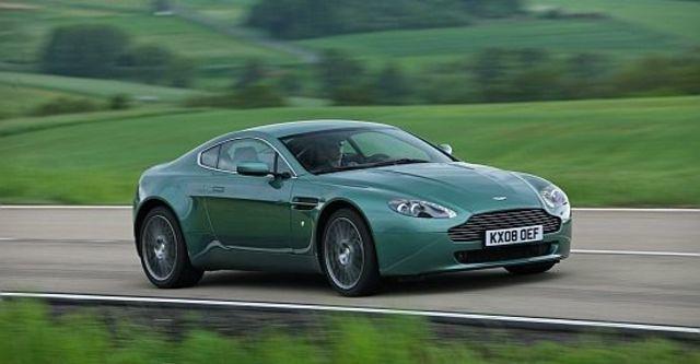 2011 Aston Martin Vantage V8 Coupe  第8張相片
