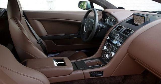 2011 Aston Martin Vantage V8 Coupe  第11張相片