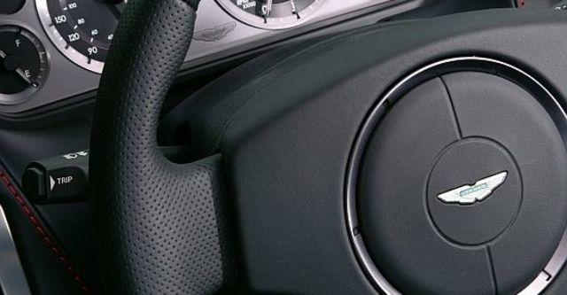 2011 Aston Martin Vantage V8 Coupe  第12張相片