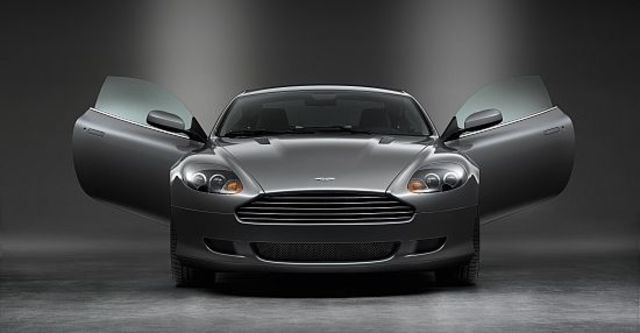 2010 Aston Martin DB9 Coupe  第5張相片