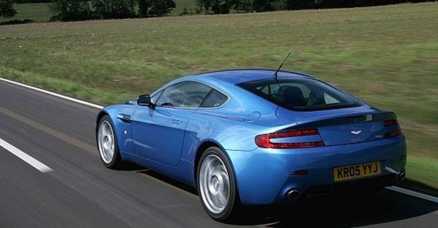 2010 Aston Martin V8 Vantage Coupe  第3張相片