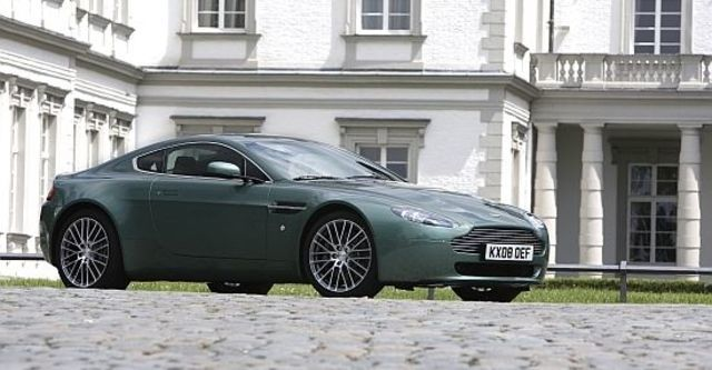 2010 Aston Martin V8 Vantage Coupe  第5張相片