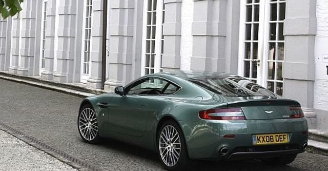 2010 Aston Martin V8 Vantage Coupe  第6張相片