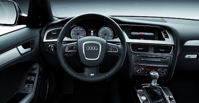 2011 Audi A4 Sedan S4  第9張相片