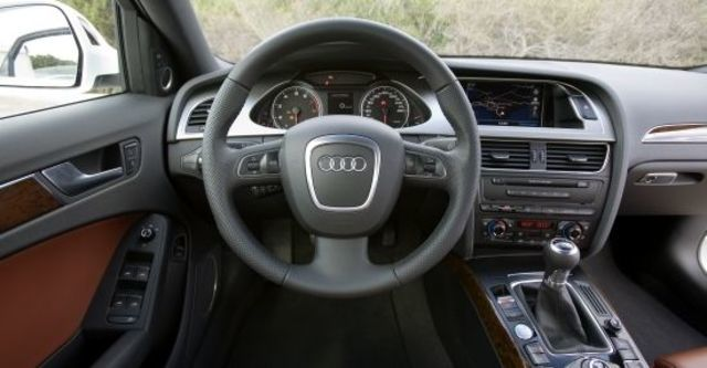 2010 Audi A4 Sedan 2.0 TFSI  第7張相片