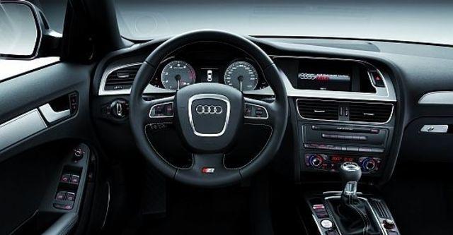 2010 Audi A4 Sedan S4  第9張相片