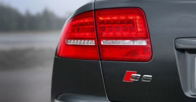 2008 Audi S8 Sedan  第4張相片